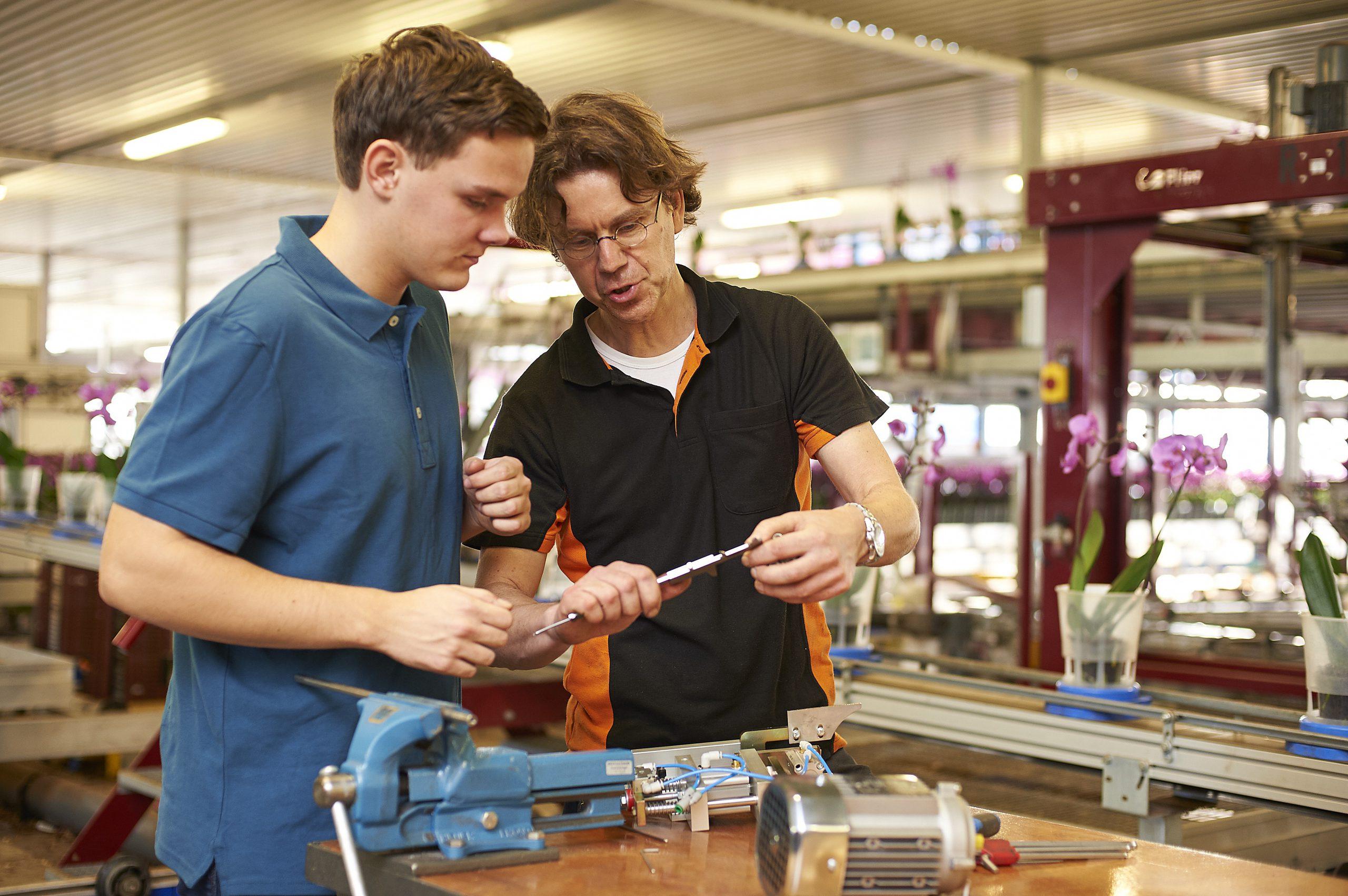 Hoe vind en behoud je talentvolle werknemers in de techniek voor je onderneming?
